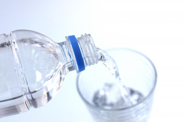 1回に大量に摂取せず、ペットボトルを持ち歩き、こまめに水分補給が大切です。