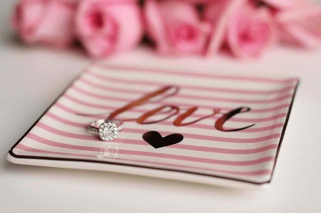 彼女が喜ぶプレゼント例えば、指輪のプレゼント画像