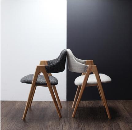 イラーリの椅子を横から眺めた時の姿はとても美しい。