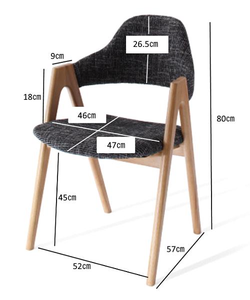 イラーリの椅子の寸法は人間工学から割り出された考えられたサイズです。
