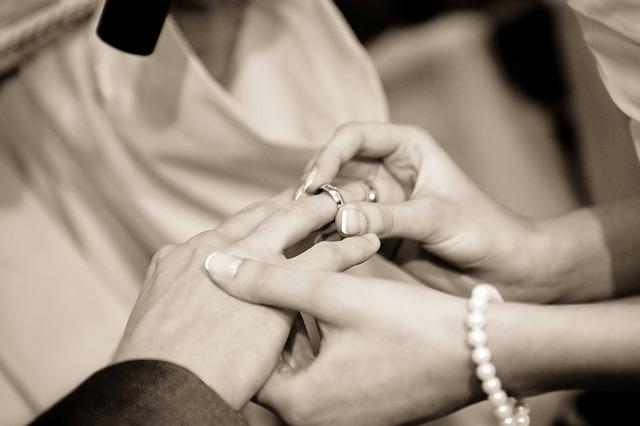 新婚2人の生活のスタートには、まず新婚生活で必要な家具選びから始めます。
