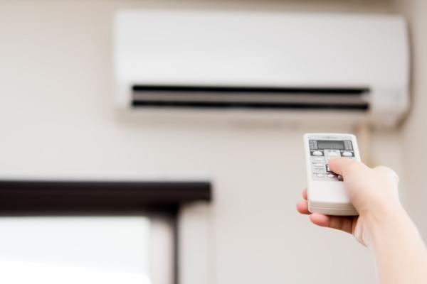 エアコンフィルターのこまめな清掃は部屋全体の空気の汚れと関係します。