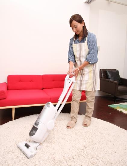 掃除機をかける時にはゆっくりとかけるが基本です。